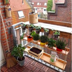 38 Fantastic balcony ideas for small rooms - Gurudecor - Decoration - Kleiner Balkon - Design RatBalcony Plants tan Furniture Small Balcony Design, Small Balcony Garden, Small Balcony Decor, Outdoor Balcony, Small Patio, Outdoor Decor, Patio Balcony Ideas, Balcony Deck, Balcony Gardening