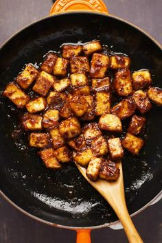 General Tso& Tofu Updated Aug 2019 / Published May General Tso's tofu is savory, sweet, spicy and so delicious it will likely go straight ont Firm Tofu Recipes, Raw Food Recipes, Asian Recipes, Ethnic Recipes, Protein Recipes, Vegan Food, Salsa Hoisin, Hoisin Sauce, Vegan Dinner Recipes