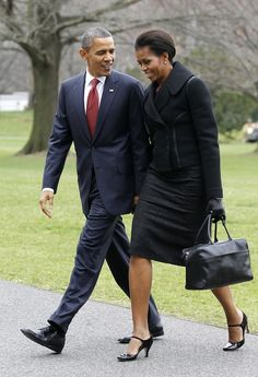 President Obama and First Lady, Michelle Obama Michelle Obama Flotus, Michelle Obama Fashion, Barack And Michelle, Barack Obama Family, Obamas Family, Angelina Jolie, Presidente Obama, First Black President, Afro
