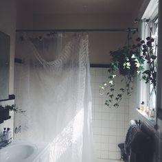freepeople: 4 Naturals Ways to Fertilize House Plants Cottage House Plans, Cottage Homes, Lace Shower Curtains, Deco Studio, Witch Cottage, German Kitchen, Jolie Photo, Dream Rooms, Unique Home Decor