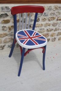 Un chaise so British ! Vous aimez l'union Jack ? Le voici décliné sur une chaise Satinelle Blanc, saphir, rouge passion, alu #relooking #drapeauanglais #satinelle www.eleonore-deco.com