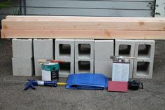 If you are looking for cool tips for garden furniture, then these DIY cinder block bench ideas are just the things you need. Cinder Block Furniture, Cinder Block Bench, Cinder Block Garden, Cinder Blocks, Backyard Projects, Outdoor Projects, Banco Exterior, Exterior Paint, Outside Benches
