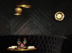 Design Bar Restaurant, Woods Restaurant, Black Restaurant, Speakeasy Restaurant, Luxury Restaurant, Lounge Bar, Lounge Seating, Banquette Restaurant, Herringbone Wall