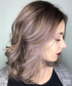 Modern Super Hot Medium Hairstyles with Cute Hair Color