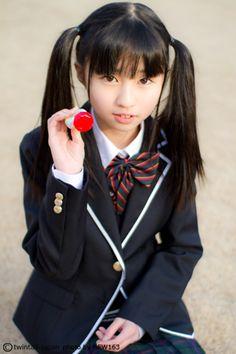 キターーー♡来週で13歳になる山内亜美ちゃん!キュート過ぎる制服姿に注目!放課後ツインテール更新!