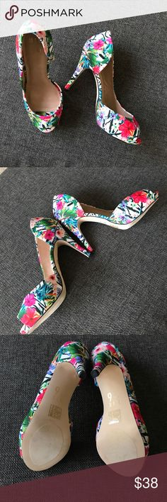 Great (new in box) summer platform pumps! Mix No. 6 Chelsea flowered platform pumps, new in box, never worn. Great with solid colors, vacation/wedding wear, or jeans. Mix No. 6 Shoes Platforms