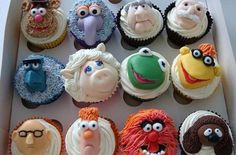 Aaaaaaah!  Muppet cupcakes!  I love me some sweets, but these would be hard to eat.  They're so awesome.