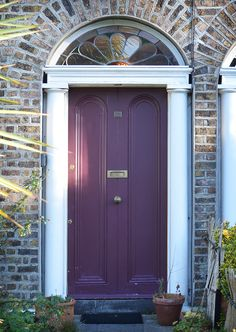 The door which located at the 37 Oakley Road, Dublin.
