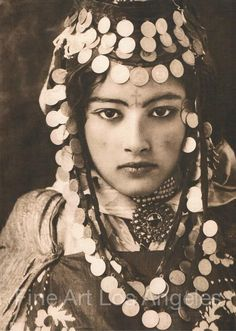 Lehnert & Landrock Photo, portrait of young Tunisian woman, 1905 - Products - Frisyrer Tribal Fusion, Fine Art Photo, Photo Art, Vintage Photography, Portrait Photography, Foto Fantasy, Photo Lovers, Belly Dancing Classes, Lily Elsie