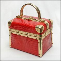 Vintage handbag - So so hot red alligator embossed Borsa Bella train case box bag, boxbag, purse, bag, handbag, hand bag, pocketbook, Handbaggallery, Handbag Gallery, Comeco, Delill, Lisette, Rosenfeld, La Regale, Jeanne Lottie