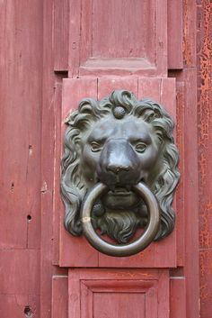 Something about lion head door knockers...