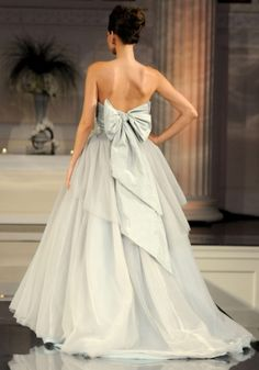 Wedding Dress Photos - Find the perfect wedding dress pictures and wedding gown photos at WeddingWire. Browse through thousands of photos of wedding dresses. Wedding Dresses Photos, Wedding Party Dresses, Bridesmaid Dresses, Dress With Bow, Dress Up, Fancy Dress, White Dress, Pewter Wedding, Look Formal