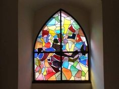Kirchenfenster im Jura