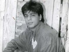 Shah Rukh Khan's first TV series 'Ahamaq' on big screens Shahrukh Khan And Kajol, Shah Rukh Khan Movies, Chennai Express, Vintage Bollywood, Sushant Singh, First Tv, Beautiful Wife, Bollywood Actors, Best Actor