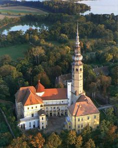 Tovacov castle and lakes (North Moravia), Czechia Beautiful Castles, Beautiful Buildings, Beautiful Places, Amazing Places On Earth, Fairytale Castle, Voyage Europe, Chapelle, Medieval Castle, Beautiful Architecture