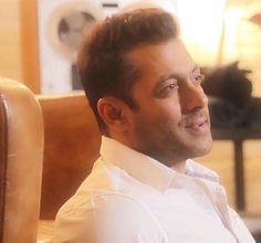 We All Support Salman Khan Says Karan Johar READ ▬► http://www.salmankingdom.com/karan-johar-on-salman-khans-case-verdict-we-all-stand-by-him
