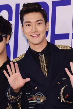 Siwon ~ in Seoul ~ Press Conference Choi Siwon, Choi Jin Hyuk, Leeteuk, Heechul, Super Junior, Seoul, Korean Military, Pretty Asian, Korean Star