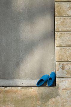 De fargerike tova tøflene Snoogas opplever byen. Bestill dine Snoogas på www.snoogas.com. Pris – 59 Eur Painting, Art, Art Background, Painting Art, Kunst, Paintings, Gcse Art