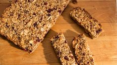 Homemade Granola Bars - so easy and they turned out great. Brandon loved them! No Bake Granola Bars, Homemade Granola Bars, Vegan Recipes, Snack Recipes, Dessert Recipes, Vegan Food, Healthy Food, Desserts, Good Food
