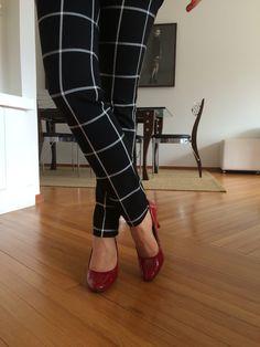 Moda de trabalho. #trabalho #work #ootd #style #fashion #women #workoutfit #execudivas #vamoslindas #diva  #red #heels #shoes