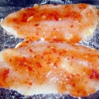 Deliciously tangy and sweet, these inexpensive fillets sing with the spicy-sweet caramelized sauce. Basa Fillet Recipes, Basa Fish Recipes, Sweet Chili, Meals For The Week, Fish And Seafood, No Cook Meals, Food For Thought, Baking Recipes, Dinner Recipes
