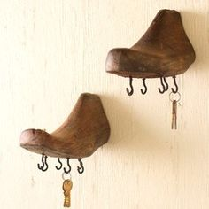 These wooden shoe mold wall hooks make a charming addition to the kitchen. For more wall hooks visit Antique Farmhouse. Vintage Shoes, Vintage Decor, Diy Wall Hooks, Diy Rangement, Diy Shoe Rack, Shoe Molding, Shoe Stretcher, Shoe Horn, Decorative Hooks