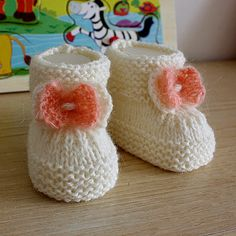 INSTANT DOWNLOAD - Knitting Patterns (PDF file) Baby Booties with Knitted Bow (sizes 0-6/6-12 month)