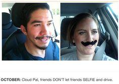 une femme imite les selfies de l homme qui detient son telephone portable 10   Une femme imite les selfies de lhomme qui a son portable   vo...