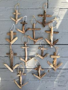 {Rustic anchor ornaments constructed with driftwood. Each one is entirely handmade. Sizes and color will vary due to the nature of the driftwood, so each ornament is one of kind. Driftwood Beach, Driftwood Art, Coastal Christmas, Christmas Crafts, Bares Y Pubs, Beach Crafts, Diy Crafts, Seashell Crafts, Deco Marine
