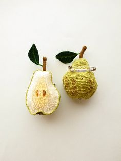 H I P O T A * crochet {please, someone make  her some proper brooch pins? The pear is lovely}