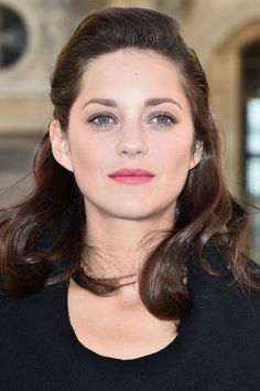 How to get Marion Cotillard's red carpet hairstyle for the holiday season.