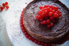 KNUSPERKABINETT: raw currant chocolate mousse cake