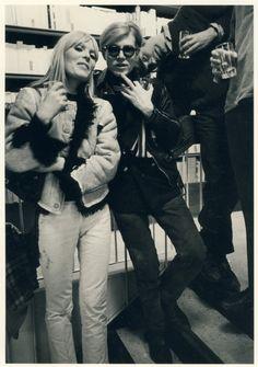 vintage everyday: 34 Extraordinary Candid Photographs of Celebrities Taken by Robert Lebeck Nico and Andy Warhol in New York, 1967 Andy Warhol, Mtv, Martin Gropius Bau, Elvis Presley, Pop Art, Rock And Roll, Fotojournalismus, Vintage Magazine, Grunge