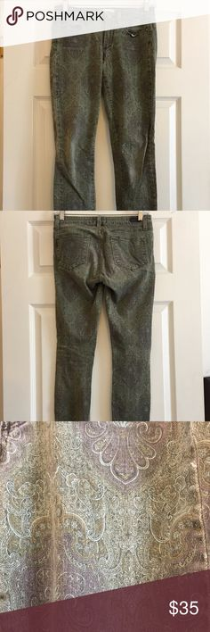 """Paige Premium Jeans Verdugo Ultra Skinny Sz 27 Brand:   Paige Denim Size:   27 Wash:   Green & Purple Paisley Print Style/Specifics -  Estate Green Paisley - Verdugo Ultra Skinny Jeans  MEASUREMENTS ARE APPROXIMATE AND ARE TAKEN WITH GARMENT LAYING FLAT  WAIST:  28"""" RISE:  7.5"""" INSEAM:  29"""" LEG OPENING: 5"""" PAIGE Jeans Skinny"""