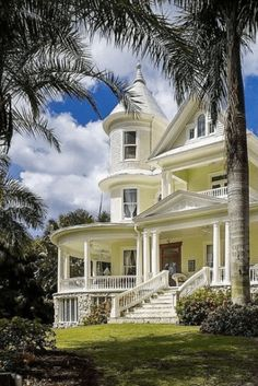 Beautiful Buildings, Beautiful Homes, Ruskin Florida, Victorian Style Homes, Victorian Decor, Victorian Architecture, Maine House, Residential Architecture, Old Houses