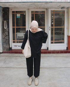 Hijab Fashion Summer, Modern Hijab Fashion, Street Hijab Fashion, Hijab Fashion Inspiration, Muslim Fashion, Casual Hijab Outfit, Hijab Chic, Casual Outfits, Mode Hijab