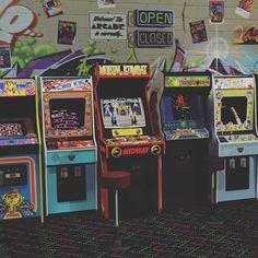retro Retroteca Arcade (retroteca_arcade) on I - 80s Aesthetic, Aesthetic Collage, Aesthetic Vintage, Aesthetic Painting, Aesthetic Black, Aesthetic Women, Aesthetic Fashion, Retro Vintage, Vintage Toys