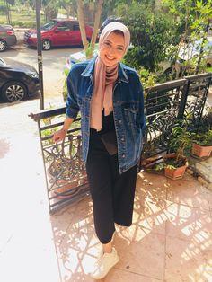 Black Denim Jacket Outfit, Oversized Black Denim Jacket, Wide Pants Outfit, Jean Jacket Outfits, Oversized Jeans, Hijab Jeans, Ootd Hijab, Hijab Dress, Jeans Dress
