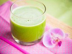 Jus vert : kale, concombre et eau de coco