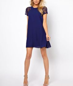 Comes in navy and white