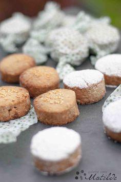 Polvorones de almendra Kitchen Recipes, Baking Recipes, Cookie Recipes, Xmas Food, Christmas Desserts, Beignets, Shortbread, Cookies Cupcake, Mochi