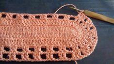 Crochê com amor: PAP - Jogo de banheiro com flores aplicadas Crochet Slippers, Crochet Doilies, Straw Bag, Free Pattern, Diy And Crafts, Projects To Try, Crochet Patterns, Lily, Stitch