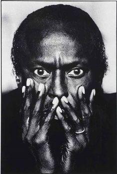 Miles Davis - Anton Corbijn - 1985 - taken before the Irving Penn photo Irving Penn, Miles Davis, Foto Portrait, Portrait Photography, Fashion Fotografie, Eugene Smith, Jazz Musicians, Jazz Blues, Interesting Faces
