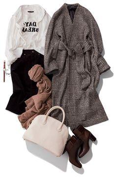 黒スカート×ロゴTシャツ×グレンチェックコート