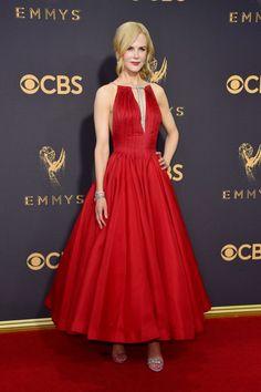 Share this Style: Emmy Awards 2017 #Share #this #Style: #Emmy #Awards #2017 | #noite #longa #recheada de #elegância #glamour #LosAngeles #maiores #estrelas da #televisão #norteamericana #TrendyNotes #passadeiravermelha #EmmyAwards2017 #MicrosoftTheater #protagonistas #televisivo #celebração #produções #intérpretes #temporada #EstadosUnidos #tendências #destaques #flashes #look #NicoleKidman #vestido #vermelho #elegantes #noite