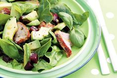 Alle smaken van de lente in 1 gerecht - Recept - Geroosterde varkenshaas met spinazie en avocado - Allerhande