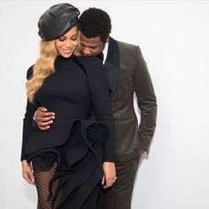 In another snap Beyonce shared, she and Jay-Z are shown snuggled up together with Jay-Z st. love Shocked woman bumps into Beyonce and Jay-Z in New York hotel Beyonce 2013, Beyonce E Jay Z, Beyonce Knowles, Rihanna, Black Love Couples, Cute Couples, Power Couples, Black Celebrity Couples, Celebrity Women