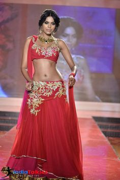 Beautiful shapely model in red lehenga choli with gota embroidery in gold. The gota work looks good on blouse, but the pattern on lehenga doesn't look as good. @ source and model unknown, via Bollywood Costume, Bollywood Fashion, Indian Bollywood, Dance Outfits, Dance Dresses, Indian Dresses, Indian Outfits, Gold Lehenga, Lehenga Choli