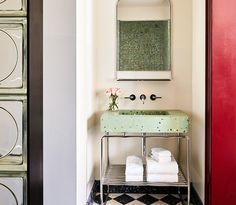 Pale green terrazzo in a guest bath at The Siren Hotel in Detroit. Photograph via The Siren Hotel, from The Siren Hotel: A Detroit Landmark with a Musical Soul, Saved from Abandonment. Bathroom Colors, White Bathroom, Small Bathroom, Green Bathrooms, Colorful Bathroom, Modern Bathroom, Master Bathroom, Minimalistic Style, Dark Green Kitchen