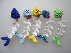 Fish Scraps - free crochet pattern by Vivian Clotilde / Primarily Patterns. : Fish Scraps – free crochet pattern by Vivian Clotilde / Primarily Patterns. Gato Crochet, Crochet Cat Toys, Crochet Fish, Crochet Hook Set, Crochet Animals, Crochet Crafts, Yarn Crafts, Free Crochet, Knit Crochet